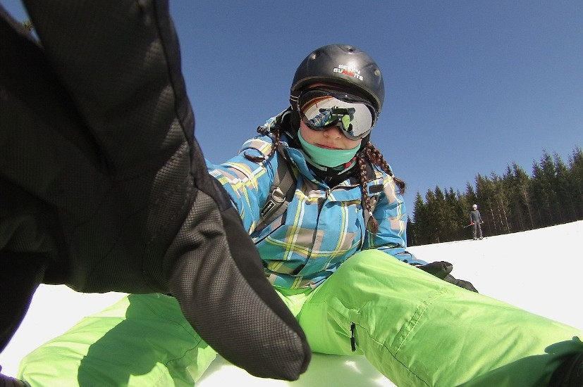 Rękawice snowboardowe - jak dobrać je do naszej dłoni?